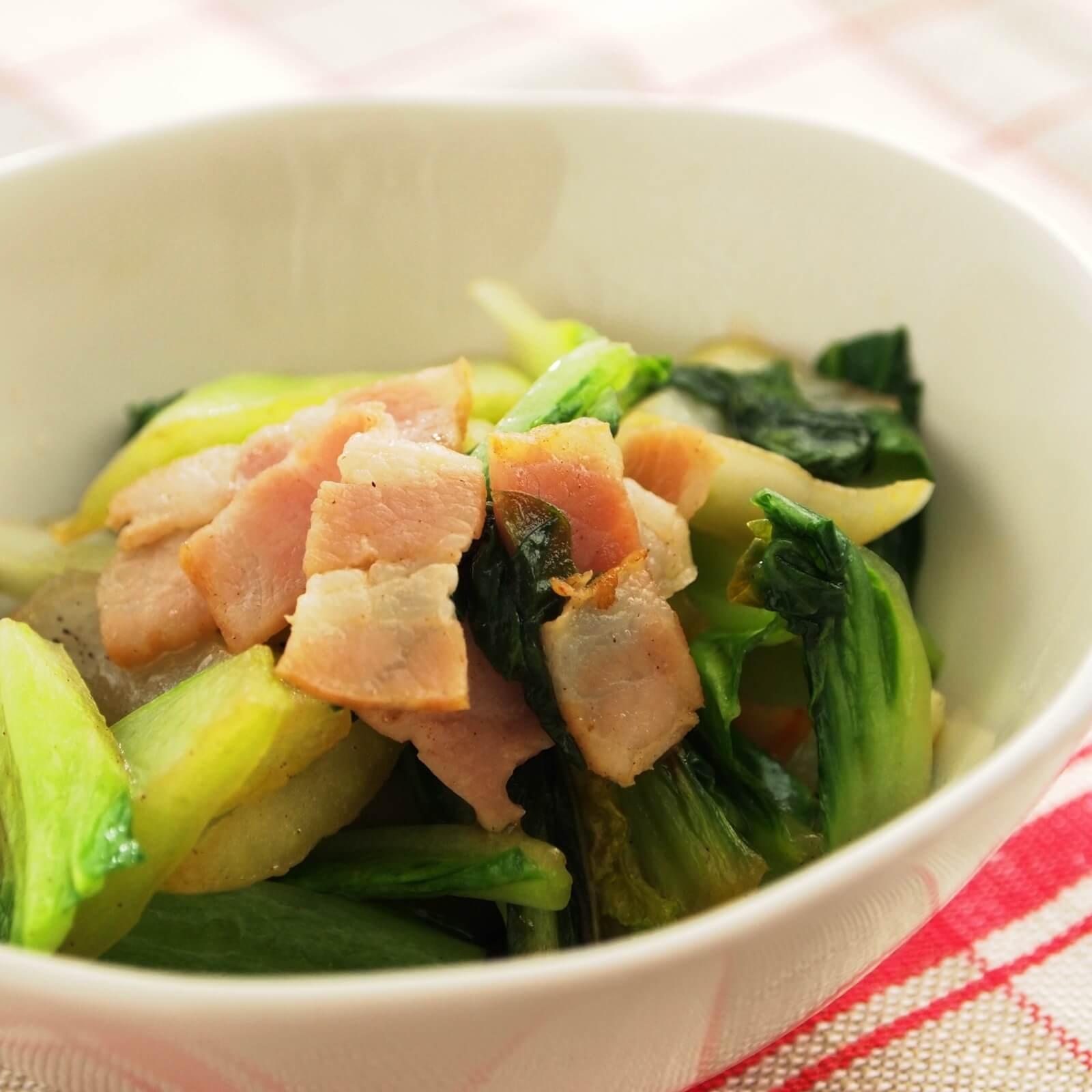 チンゲン菜のベーコン炒め